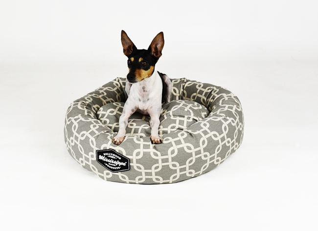 hollywood-feed-mississippi-made-donut-bed-grey-lattice